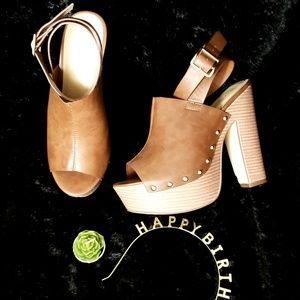 Shoe Dazzle Camel Heel - Size 7